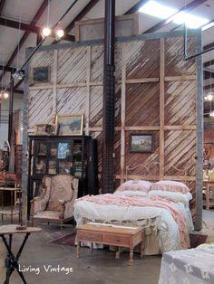 Carol Hicks Bolton Antiqüités in Fredericksburg - Living Vintage
