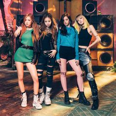 They started 2016 with Boombayah Lisa,Jennie, Rose and Jisoo ❤ blackpink boombayah 2016 K Pop, Kpop Girl Groups, Korean Girl Groups, Kpop Girls, Blackpink Jisoo, Blackpink Jennie, Blackpink Fashion, Korean Fashion, Forever Young