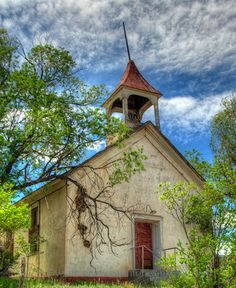 The old abandoned Catholic church in Holman (Agua Negra), NM. The church was apparently abandoned in 1941 when the new church was built next door. Abandoned Churches, Old Churches, Abandoned Places, Catholic Churches, Palaces, Old Country Churches, Take Me To Church, Cathedral Church, Church Building