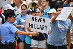 Vor Parteitag der Demokraten: Bernie Sanders schwört Anhänger auf Clinton ein (Spiegel)