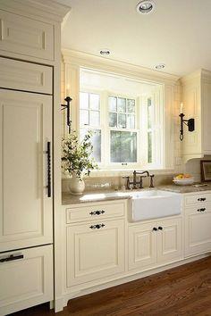 Inspiring rustic farmhouse kitchen cabinets makeover ideas home - kitc Tudor Kitchen, Farmhouse Kitchen Cabinets, Farmhouse Style Kitchen, Kitchen Cabinet Design, Kitchen Redo, New Kitchen, Rustic Farmhouse, Kitchen Ideas, Kitchen White