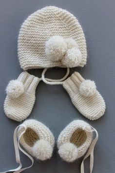Layette set - Full cashmere and mohair baby set, baby booties, baby hat and baby mittens. Knitting For Kids, Knitting Projects, Baby Knitting, Crochet Projects, Free Knitting, Baby Set, Knitting Patterns, Crochet Patterns, Baby Sweater Patterns