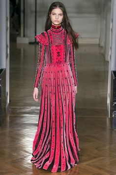 Valentino Fall 2017 Ready-to-Wear Fashion Show Collection: See the complete Valentino Fall 2017 Ready-to-Wear collection. Look 61 Fashion 2017, Paris Fashion, Runway Fashion, High Fashion, Autumn Fashion, Fashion Check, Fashion Weeks, Haute Couture Style, Couture Mode