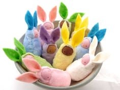 Candy 20 Candy-free Easter egg treat ideas for filling Easter baskets and Easter Eggs. Great for no-sugar or low-sugar Easter baskets! Felt Crafts, Diy And Crafts, Easy Crafts, Spring Nature Table, Waldorf Crafts, Diy Waldorf Toys, Rabbit Baby, Diy Ostern, Free Candy
