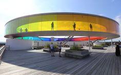 Pasarela multicolor en la terraza del museo ARoS, en Aarhus (Dinamarca), obra del artista danés Olafur Eliasson.