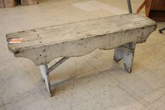I so want a bench & this one is fantastic :) Primitive Furniture, Country Furniture, Country Decor, Painted Furniture, Diy Furniture, Farmhouse Decor, Furniture Dolly, Primitive Decor, Old Benches