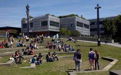 El Instituto Federal Suizo de Tecnología (EPFL) en Ecublens, cerca de Lausana, es a las 12 en la lista en Suiza así que no hay muchos datos curiosos sobre ella.  Son muy serio allí, en la ciencia, la investigación y el queso suizo