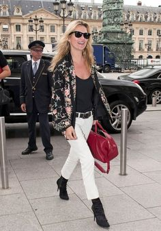 Kate Moss Photo - Kate Moss Arrives at the Ritz