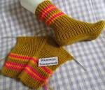 Krpena LUTKICA Ideje za kreativce: Čarape na 2 igle Socks on 2 needles from Hope Tokarenko / Health Alphabet This Pin was discovered by Neş Original socks on two spokes Find and save knitting and crochet schemas, simple recipes, and other ideas collecte Knitting Socks, Knitting Needles, Free Knitting, Baby Knitting, Knitted Slippers, Crochet Slippers, Knit Crochet, Crochet Hats, Knitting Patterns