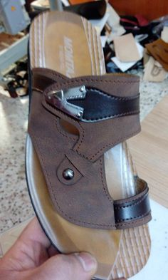 Sandals 2018, Mens Slippers, Leather Sandals, Leather Men, Peep Toe, Heels, Fashion, Heel, Moda