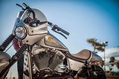 Dyna+Bullet+by+Roland+Sands+16.jpg (1080×720)
