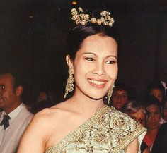 Her Majesty Queen Sirikit Of Thailand King Phumipol, King Queen, King Thai, Queen Sirikit, Thailand Wedding, Royal Tiaras, Thai Dress, Her Majesty The Queen, Royal Dresses