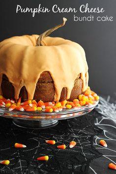 Pumpkin Cream Cheese Bundt Cake _ A pumpkin cake. No, a real pumpkin cake. A cake that actually looks like a pumpkin. But still tastes like cake. Bolo Halloween, Halloween Sweets, Halloween Cakes, Halloween Party, Easy Halloween, Halloween Jack, Costume Halloween, Pumpkin Shaped Cake, Pumpkin Bundt Cake