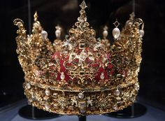 DANISH Crown Jewels - Exhibited at Rosenborg Castle in Copenhagen ⊱•⊰♛⊱•⊰ (to the manor born, royalty, monarchs, history)