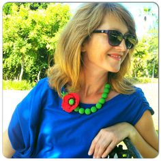 Red poppy necklace  green beads wood beads for por OmGanchillo