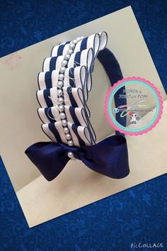 Pin on jojo und kanzashi Go all the way around More vinchas This is so different but not far fetched This can be made with bandannas Tutorial on How to Make a Ribb Diy Hair Bows, Diy Bow, Diy Ribbon, Ribbon Work, Ribbon Crafts, Making Hair Bows, Diy Crafts, Ribbon Headbands, Diy Headband