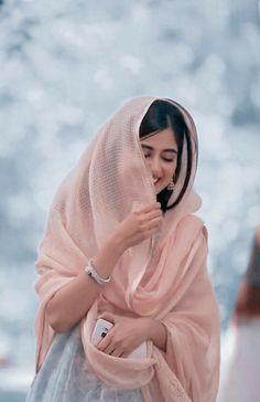 Pakistani Girls Pic, Pakistani Models, Pakistani Actress, Cute Girl Poses, Cute Girl Pic, Girl Photo Poses, Beautiful Muslim Women, Beautiful Hijab, Beautiful Models