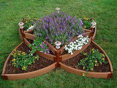 AIUOLE IN GIARDINO: quali piante scegliere e come creare un giardino aromatico? #otdoor #giardino #piante http://www.arredamento.it/articoli/articolo/arredo-esterno/2603/aiuole-per-giardino-un-tocco-di-stile.html