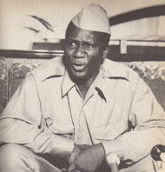 """1970. Sékou Touré, en tenue vert-olive [de l'armée cubaine], a eu ce mot terrible : « Nos prisons sont vides ! » Parce que tous les """"condamnés à mort"""" étaient morts…"""