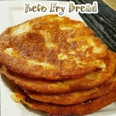 KETO - Fry Bread Jutymo Servings: 4 Ingredients 1 ½ cups shredded mozzarella 1 egg ¾ cup almond flour Bacon grease - approx ¼ cup Steps Mix mozzarella and egg Cetogenic Diet, Keto Diet Plan, Keto Meal, Diet Menu, Paleo Diet, Low Carb Bread, Low Carb Keto, 0 Carb Bread Recipe, Low Carb Cornbread Recipe