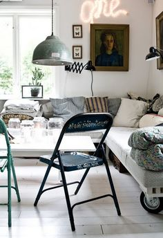 cheap seating for family room...love all the vintage touches
