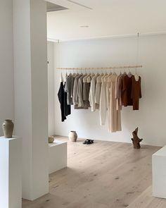 Clothing Store Design, Minimalist Closet, Store Layout, Boutique Decor, Showroom Design, Closet Designs, Shop Interiors, Trendy Bedroom, Retail Design