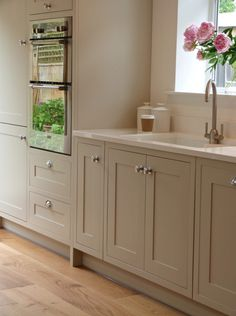 Modern Kitchen Modern Country Shaker Style country by SGH and Stump Furniture My favourite style of doors Shaker Home Decor Kitchen, Kitchen Living, Kitchen Interior, New Kitchen, Kitchen Ideas, Kitchen Country, Kitchen Wood, Warm Grey Kitchen, Warm Kitchen Colors