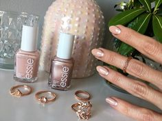 Discover the subtle way to wear rose gold nail polish #beautyblog #nails #uñas #essie  #essiebuymeacameo #rosegoldnails Essie, Rose Gold Nail Polish, Beauty, Finger Nails, Lip Gloss, Gold Nail Polish, Gold Nails, Mail Boxes, Rouge