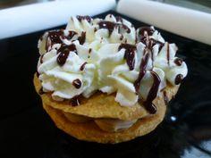 Mousse de castaña con galleta salada y nata con chocolate. Ver receta: http://www.mis-recetas.org/recetas/show/46279-mousse-de-castana-con-galleta-salada-y-nata-con-chocolate