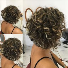 Corte e mechas por mim! #loiro #loiraondulada #devacurlpro #cacheadasdoinstagram Curled Bob Hairstyle, Curly Hair With Bangs, Thin Curly Hair, Bob Haircut Curly, Haircuts For Curly Hair, Short Curly Bob, Short Bob Hairstyles, Bob Haircuts, Wavy Hair