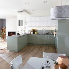 Say yes to the bar ct kitchen ! Ikea Kitchen, Kitchen Tiles, Kitchen Furniture, Kitchen Interior, Kitchen Dining, Kitchen Decor, Sweet Home, Green Kitchen, Apartment Kitchen
