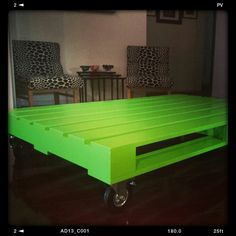 Bright coffee table for each person? Different colors? Student Office, Palette, Picnic Table, My Dream Home, Neon Green, New Homes, Pallet Ideas, Living Room, Interior Design
