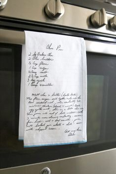 Everything you need to know to put Grandma's handwritten recipe on a tea towel - It's Always Autumn What a cool gift! Put Grandma's handwritten recipe on a kitchen towel. Creative Gifts, Cool Gifts, Diy Christmas Gifts, Holiday Crafts, Craft Gifts, Diy Gifts, Old Recipes, Recipe Cards, Recipe Gift
