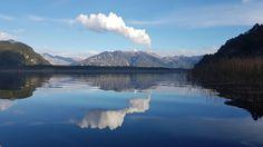 Vista al volcán Chaitén desde el lago Blanco