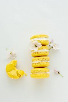 Food: Eleven Prettily Delicious Macarons To Bake  (via delectable deliciousness: Meyer Lemon Macarons)
