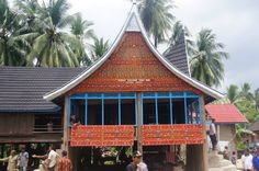 Indonesia dihuni berbagai suku bangsa yang terdapat 34 provinsi . Maka dengan itu Indonesia lebih dikenal sebagai negara multikultural dengan memiliki berbagai keberagaman kebudayaan. Pengenalan tentang kebudayaan secara keseluruhan kepada seluruhlapisan masyarakat akan meminimalisir perpecahan oleh perbedaan budaya tersebut.