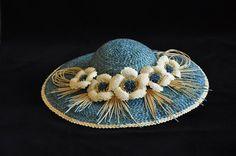 Соломенные шляпки декорированные элементами из соломки