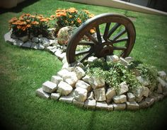 Amazing DIY Spring arrangements that remarkably differentiate the color and decoration in the garden - front yard landscaping ideas simple Stone Flower Beds, Garden Pictures, Garden Stones, Shade Garden, Garden Projects, Garden Tips, Garden Crafts, Backyard Landscaping, Landscaping Ideas
