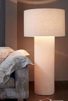 Pipe M floor lamp is particularly suitable for large spaces, thanks to its important dimensions.