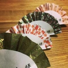 「✴︎食事会 席札✴︎ 結婚式後、地元の古民家風の食事処にて、家族で顔合わせ食事会を行いました  和で攻めたかったので(笑)、席札は和柄の折り紙の扇子をモチーフにして作ってみました(*^^*) 手作り感たっぷり!!…」
