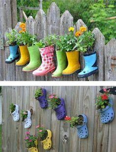 http://jardinespequenos.com/decorar-jardin-zapatos-botas-viejas/