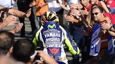 MOTO GP - Valentino Rossi (Yamaha Factory) a dénoncé à l'arrivée du GP de Valence une entente espagnole pour le perdre. Son coéquipier Jorge Lorenzo a évoqué une solidarité ponctuelle.