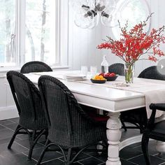 Pretty black and white colors together in the dinning room!