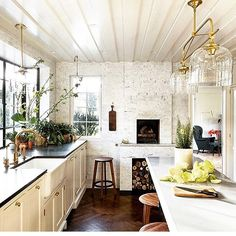 A dream kitchen that includes a fireplace, gorgeous windows and amazing lighting fixtures. What more could you ask for! ✨✨✨✨✨ #kitchen #heartofthehome #fireplace #lighting  #fixtures #windows #archdaily #interiordesign @jhinteriordesign @archdigest  #architecturephotography #repost @nataliereddell #nophotocred #interiorarchitecture #architecture #ambience #interiors  #designinspiration #kitchendesign  #kitcheninspiration #kitchens #charlotte #asheville #nashville #nyc #atlanta  #savannah…