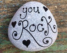 Painting rocks beach pebble art ideas for 2019 Rock Painting Patterns, Rock Painting Ideas Easy, Rock Painting Designs, Paint Designs, Pebble Painting, Pebble Art, Stone Painting, Painted Rocks Craft, Hand Painted Rocks