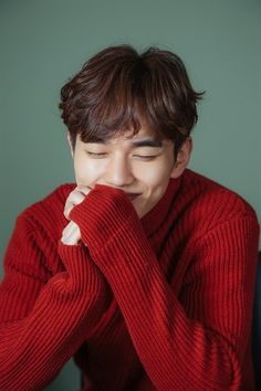 Yoo Seung Ho Pulls Off a Red Turtleneck Sweater and His First Rom-com Drama Role for I am Not a Robot Yoo Seung Ho, Park Hyun Sik, Lee Jong Suk, Child Actors, Young Actors, Love 020, Oppa Gangnam Style, Kim Myungsoo, Song Joong