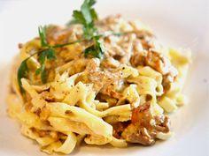 Per Morbergs hemlagade pasta med svampsås (kock Per Morberg) Rice Pasta, Date Dinner, What To Cook, I Love Food, Pasta Recipes, Macaroni And Cheese, Food Porn, Food And Drink, Lasagna