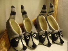 Nuno Felting, Needle Felting, Felt Boots, Wool Art, Felted Slippers, Ag Dolls, Felt Art, Fashion Sewing, Felt Crafts