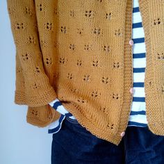 """""""Tender Temptation"""" - Jacket with round yoke and lace pattern by DROPS design (ravelry) Cardigan Pattern, Knit Cardigan, Ravelry, Fashion Mode, Mode Inspiration, Pulls, Free Knitting, Lana, Knitwear"""