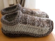 knitted slippers free knitting pattern for non-felted slippers and more slipper knitting patterns nw Felted Slippers Pattern, Knitted Slippers, Mens Slippers, Knitted Booties, Knitted Dolls, Knitted Bags, Knitting Patterns Free, Free Knitting, Crochet Patterns